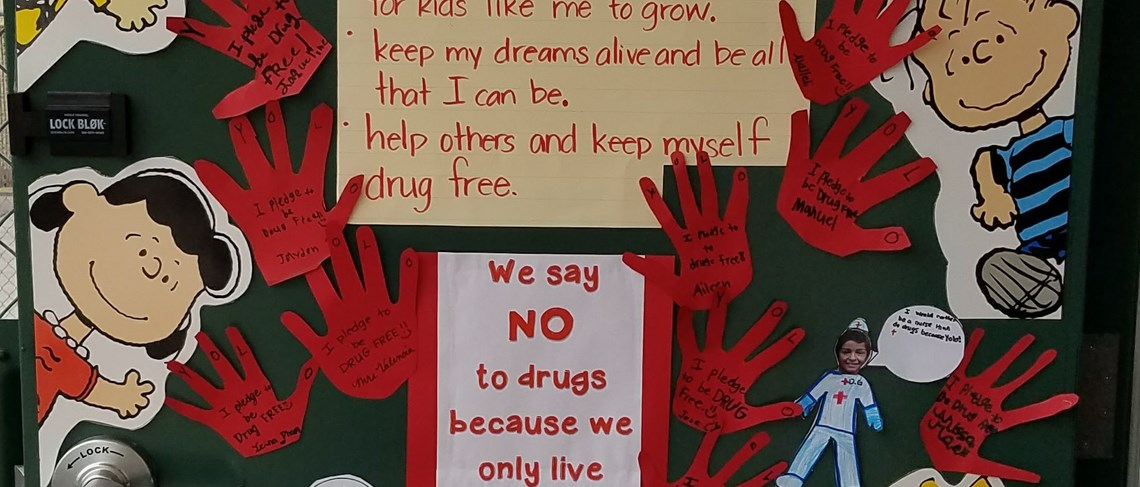 Roadrunners pledge to say no to drugs in honor of Red Ribbon Week.