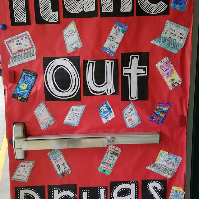 "Roadrunners say ""itune out drugs"" during Red Ribbon Week!"